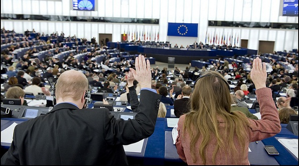 2011: Reacting to the dizzying changes in Egypt, MEPs passed a resolution calling on the EU to rethink and improve its political and financial strategy to assist the country's transition to democracy, including organising free elections. They also call for a freeze on the assets of all Egyptian leaders responsible for misappropriating public funds in the country.