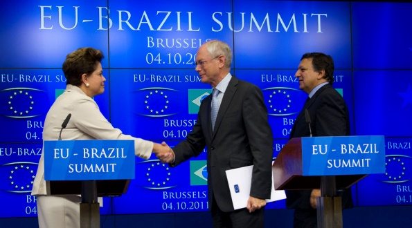 Ms Dilma Rousseff, President of Brazil, shakes hands with President Herman Van Rompuy after the EU-Brazil Summit Press Conference, 4 October 2011.